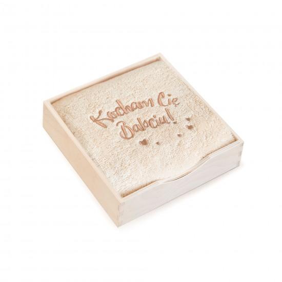 Ręcznik w pudełku drewnianym Kocham Cię Babciu Beżowy
