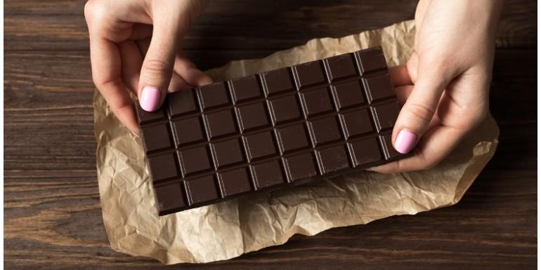 Jak usunąć plamy z czekolady?